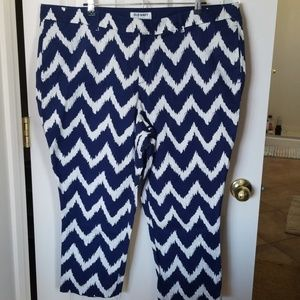 Old Navy blue/white zig zag print capris/pants